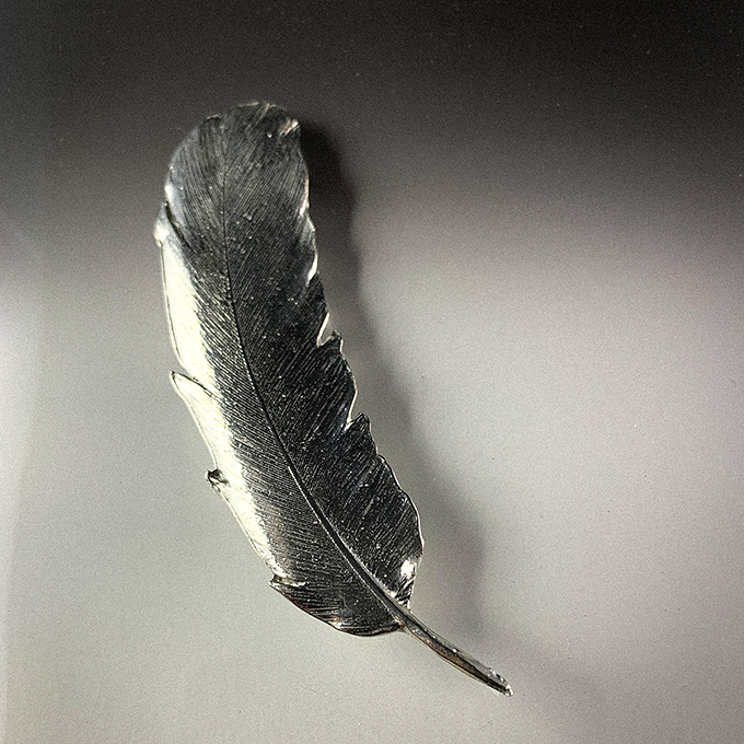 Feather pin large p141