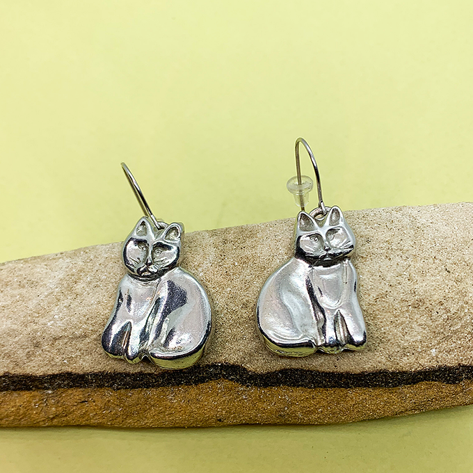 Cat Sitting Earrings Wire
